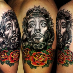 Photo taken at Calavera Tattoo Arte Estilo by Calavera T. on 4/13/2012