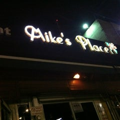 Photo taken at Mike's Place (מייקס פלייס) by Maite E. on 8/19/2012