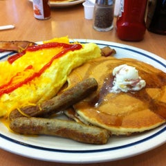 Photo taken at IHOP by Yuji I. on 8/6/2012
