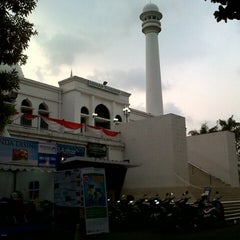 Photo taken at Masjid Agung Al-Azhar by Yuke A. on 8/7/2012