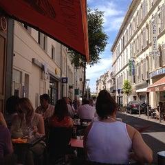 Photo taken at Le Comptoir by Glen H. on 6/21/2012