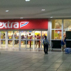 Photo taken at Extra by Felipe A. on 2/15/2012