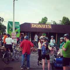 Photo taken at St. Louis Hills Donut Shop by Peter H. on 4/15/2012