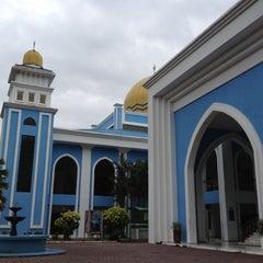 Photo taken at Masjid Al Rahimah Kuala Kubu Bharu by nfatienr on 3/8/2012