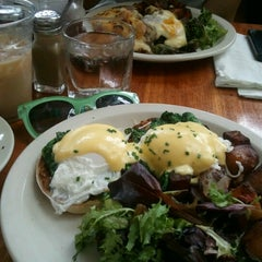 Photo taken at Essex Restaurant by Lee Y. on 7/7/2012