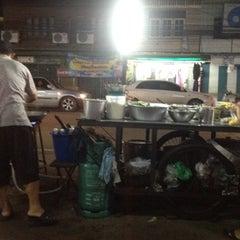 Photo taken at คิวรถบางคล้า by Natratha N. on 7/31/2012