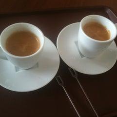 Photo taken at Outtakes Café Wtorre by Leonardo S. on 2/27/2012