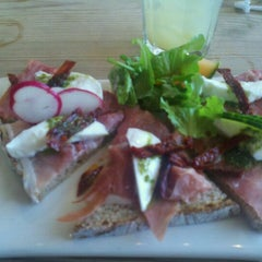 Photo taken at Le Pain Quotidien by Mariana G. on 5/3/2012