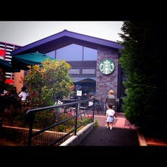 Photo taken at Starbucks Coffee 西宮鞍掛店 by Satoshi Y. on 6/2/2012