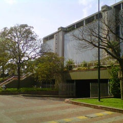 Photo taken at BCP - Banco Central del Paraguay by Hernan B. on 8/24/2012