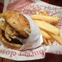 Photo taken at Red Robin Gourmet Burgers by Travis M. on 3/29/2012