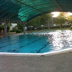 Photo taken at ATLANTIS swimming pool by Duma S. on 6/24/2012