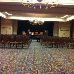 Photo taken at Holiday Inn Portland-By The Bay by Pattie R. on 5/7/2012