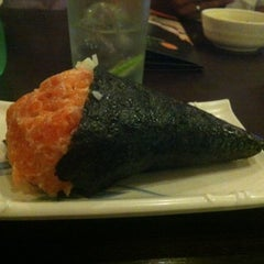Photo taken at Sushi Temakeria Doo Doo by Felipe A. on 3/2/2012