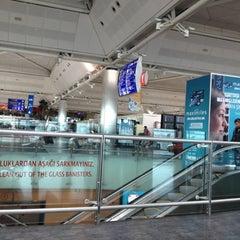 Photo taken at Dış Hatlar Geliş Terminali by Metehan K. on 5/11/2012