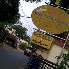 Photo taken at Begor (Bebek Goreng) Surabaya by meby P. on 4/6/2012