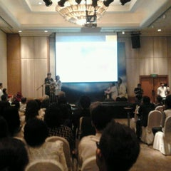 Photo taken at Caravelle Hotel by Xi Muoi on 4/16/2012