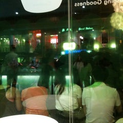 Photo taken at Pinkberry by Noa B. on 8/11/2012