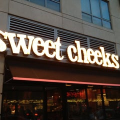 Photo taken at Sweet Cheeks by Yoav S. on 5/12/2012