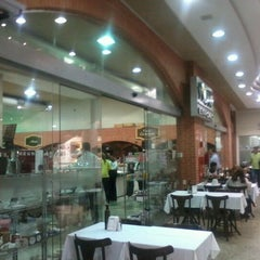 Photo taken at Shopping Buena Vista by Helion M. on 6/12/2012