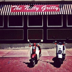 Photo taken at Nitty Gritty Restaurant & Bar by Javier S. on 7/15/2012