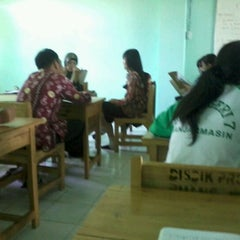 Photo taken at Kelas Bahasa Jepang SMAN 7 Banjarmasin by Kevin J. on 4/13/2012