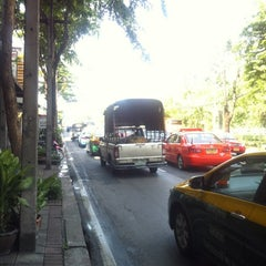 Photo taken at ถนนพระรามที่ ๕ (Rama V Road) by Rukii L. on 4/11/2012