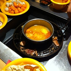 Photo taken at Seoul Garden by Ming M. on 8/9/2012