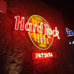 Photo taken at Hard Rock Cafe Pattaya by Teeno R. on 3/26/2012