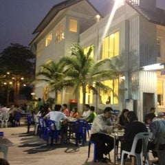 Photo taken at ลาบเป็ด ชัยนาท (Larb Ped Chai Nat) by May T. on 4/2/2012