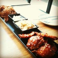 Photo taken at BonChon Chicken (บอนชอน ชิคเก้น) 본촌치킨 by Tiny M. on 7/15/2012