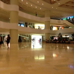 Photo taken at Shiro - Pacific Place by Muey T. on 4/16/2012
