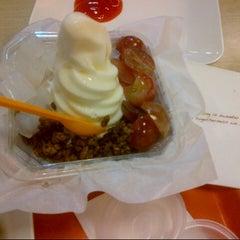 Photo taken at J.Co Donuts & Coffee by 'THAZYA' Anastasia Rizki on 9/13/2012