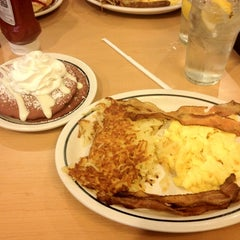 Photo taken at IHOP by Isyss J. on 7/13/2012