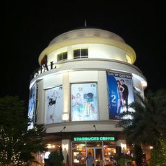 Photo taken at The Crystal (เดอะ คริสตัล) by Mario _. on 4/12/2012