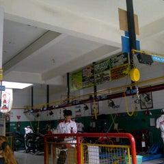 Photo taken at AHASS 6541 Sampurna Motor by Obob J. on 2/27/2012