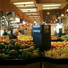 Photo taken at Wholesome Choice Market by ☆ La la la L. on 9/1/2012