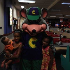 Photo taken at Chuck E. Cheese's by Rachael on 8/27/2012