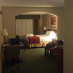 Photo taken at Holiday Inn Express & Suites Auburn by Yzrael K. on 9/4/2012