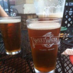 Photo taken at Mellow Mushroom by Maddie R. on 4/8/2012