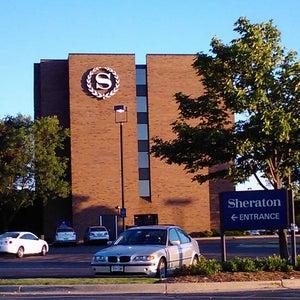 Sheraton Milwaukee Brookfield Hotel