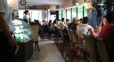 Photo of American Restaurant 수지스 (SUJI'S) at 용산구 이태원로 134, 서울특별시 140-863, South Korea