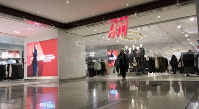 Photo of Clothing Store H&M at 60 Columbus Cir, New York, NY 10023, United States
