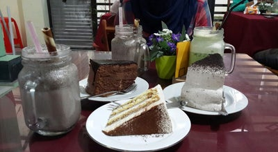 Photo of Cafe Maroon Cake and Boutique at T. Daud Beureueh. Wisma Lampriet, Banda Aceh 23126, Indonesia