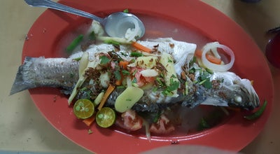 Photo of Seafood Restaurant Medan Ikan Bakar Persatuan Nelayan Kawasan Hilir Perak at Teluk Intan, Malaysia