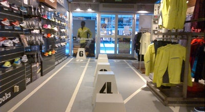 Photo of Sporting Goods Shop Run2Day at Meent 75, Rotterdam 3011 JE, Netherlands