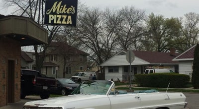 Photo of Pizza Place Mike's Pizza at 322 S Elmwood Ave, Waukegan, IL 60085, United States