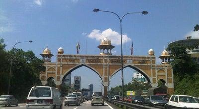 Photo of Monument / Landmark Pintu Gerbang Kota Darul Ehsan (Kota Darul Ehsan Arch) at Federal Highway, Petaling Jaya, Malaysia