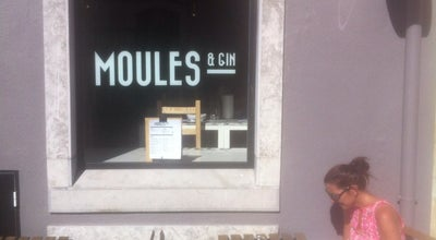 Photo of Fish and Chips Shop Moules & Gin at Rua Nova Da Alfarrobeira 14, Cascais 2750-452, Portugal