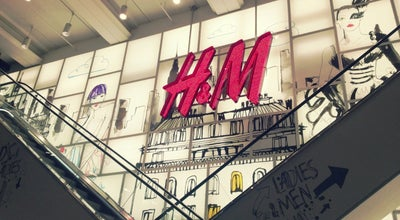 Photo of Clothing Store H&M at 174-176 Oxford St, London W1D 1NX, United Kingdom